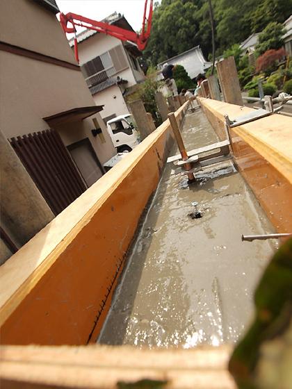 塀本体、漆喰部分の生コン打ち