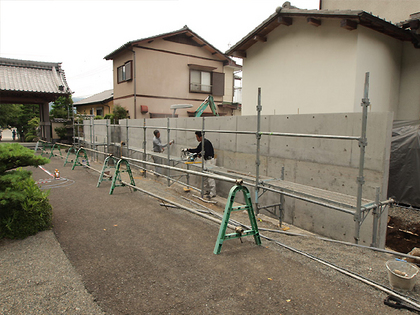 塀本体漆喰下地塗り前の凹凸均し処理